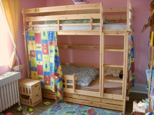 1200px-Bunk_bed